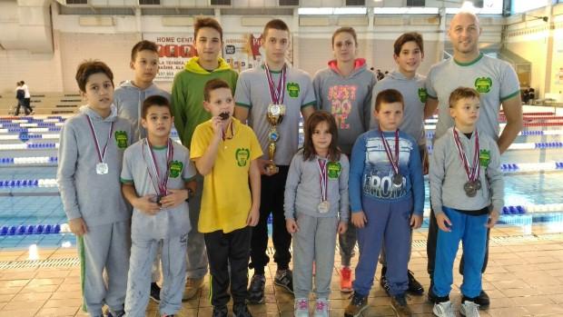 Mladi plivači Napretka u Leskovcu