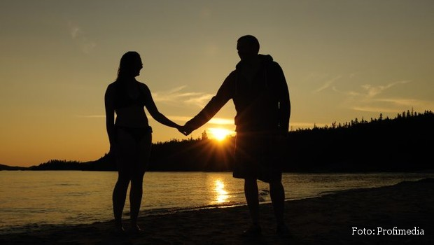 Couple holding hands on the shores of Lake Superior at sunset, Ontario, Canada, Image: 146827317, License: Rights-managed, Restrictions: MR_No, PR_No, Model Release: no, Credit line: Profimedia, imageBROKER